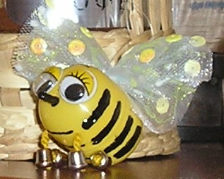 Своими руками из киндера пчела